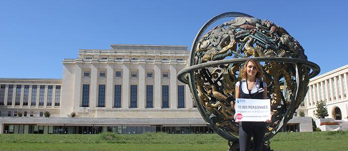 Laetitia Chanut frente al Palacio de las Naciones - ONU Geneva © Sophie Odeh - BICE