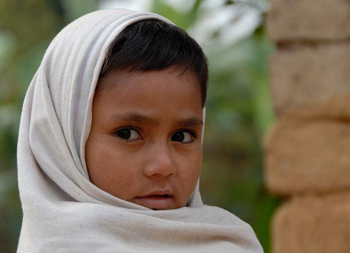 Niño en Nepal acompañado por el BICE y su socio - © E. Pêtre - BICE