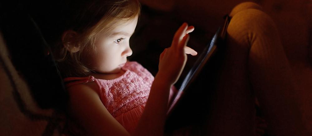 Prevenir los riesgos de abuso sexual de niños en Internet