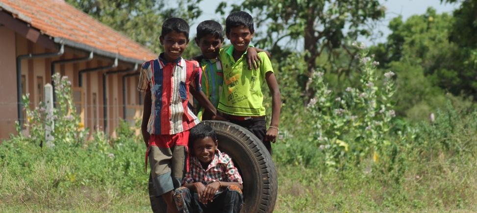 ACCÈS À L'ÉDUCATION DES ENFANTS TRAVAILLANT DANS LES PLANTATIONS DE THÉ AU SRI LANKA