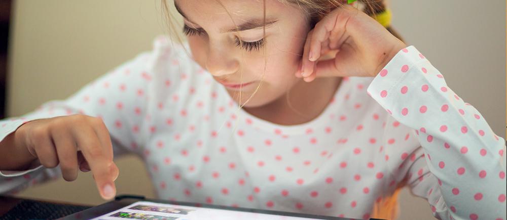 Protéger les enfants contre les fake news
