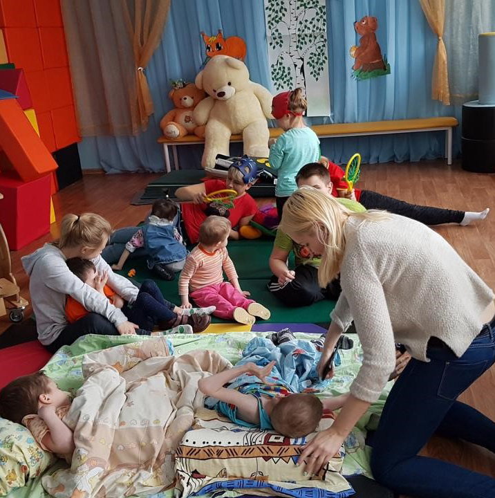 Kirill, enfant en situation de handicap en Russie
