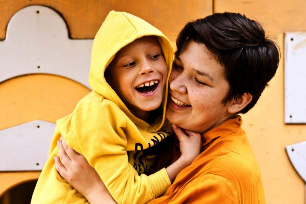 Enfants en situation de handicap et bénévole