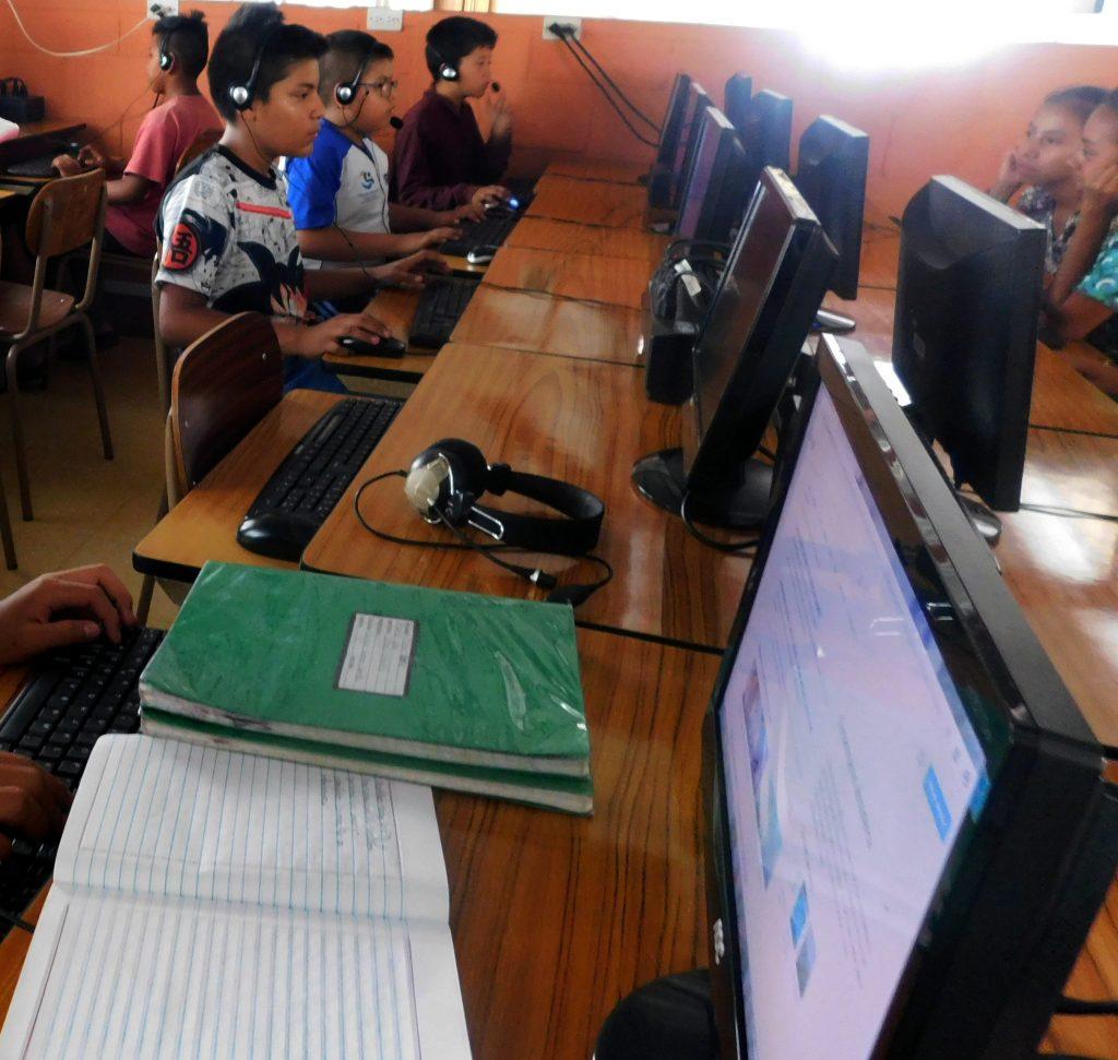 guatemala fondation Poveda salle ordinateur