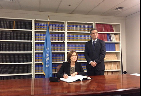 France signs the 3rd protocol of the Convention on the rights of the Child